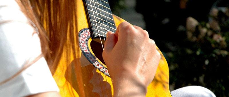 Precisa ter dom para tocar violão?