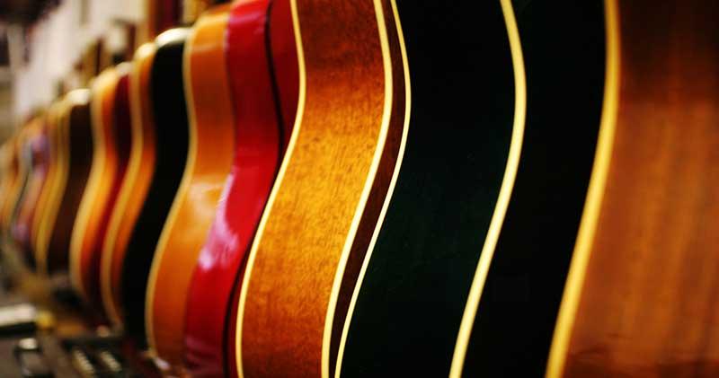 Comprar um violão para canhotos